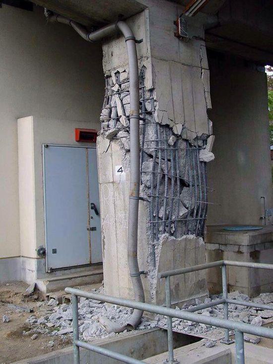 compresin en el hormign podra darse por una mala actuacin de la columna ante un sismo que la ha llevado primero a comprimirse y despus